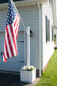 Flag Pole Planter | inbetweenchaos.com