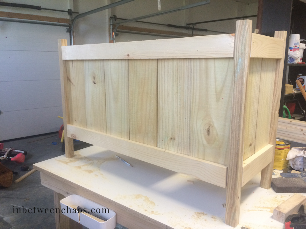 Cedar Planter with X Trellis | inbetweenchaos.com