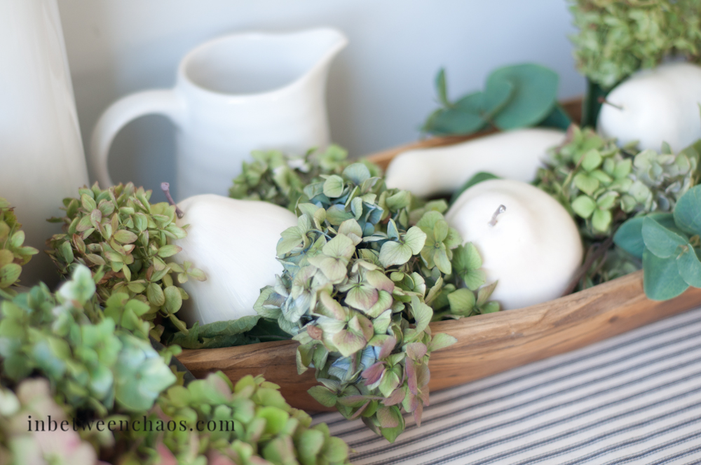 Neutral and Natural Fall Decor | inbetweenchaos.com
