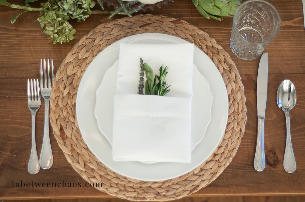 Dressed up Thanksgiving Table Setting | inbetweenchaos.com