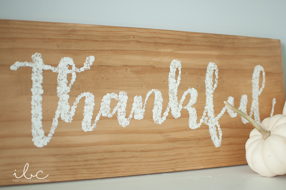 Fast and Easy DIY Thankful Sign | inbetweenchaos.com