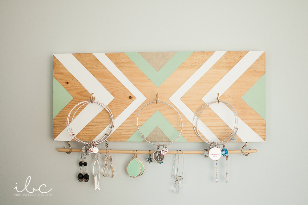 DIY Jewelry Organizer | inbetweenchaos.com